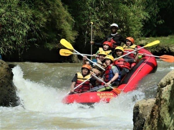tempat wisata Rafting Sungai Cisadane di bogor