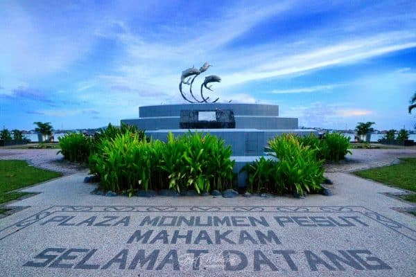 tempat wisata di samarinda - Tepian Mahakam