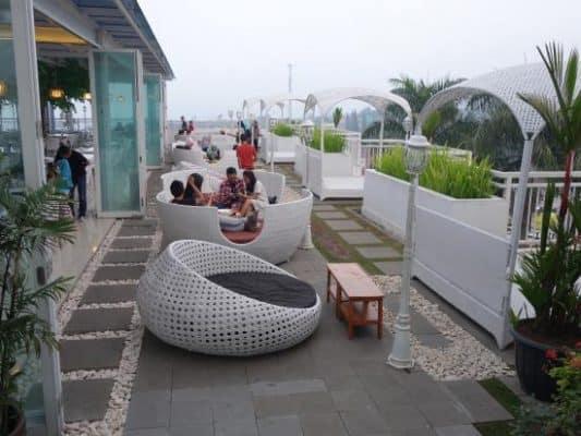tempat makan romantis di Bogor - Nicole's Kitchen & Lounge